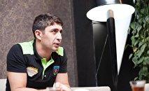 Старший тренер женской волейбольной команды Azeryol Зия Раджабов