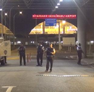 Четыре ракеты попали в здание аэропорта Диярбакыра