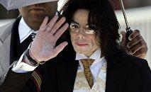 Американская поп-звезда Майкл Джексон. 3 июня 2005 года