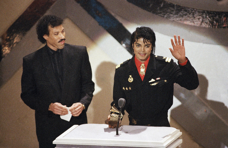Поклонники повсей планете отмечают день рождения Майкла Джексона