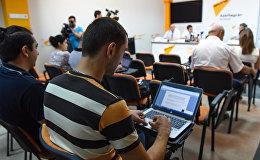 Журналисты в Международном пресс-центре Sputnik Азербайджан, архивное фото