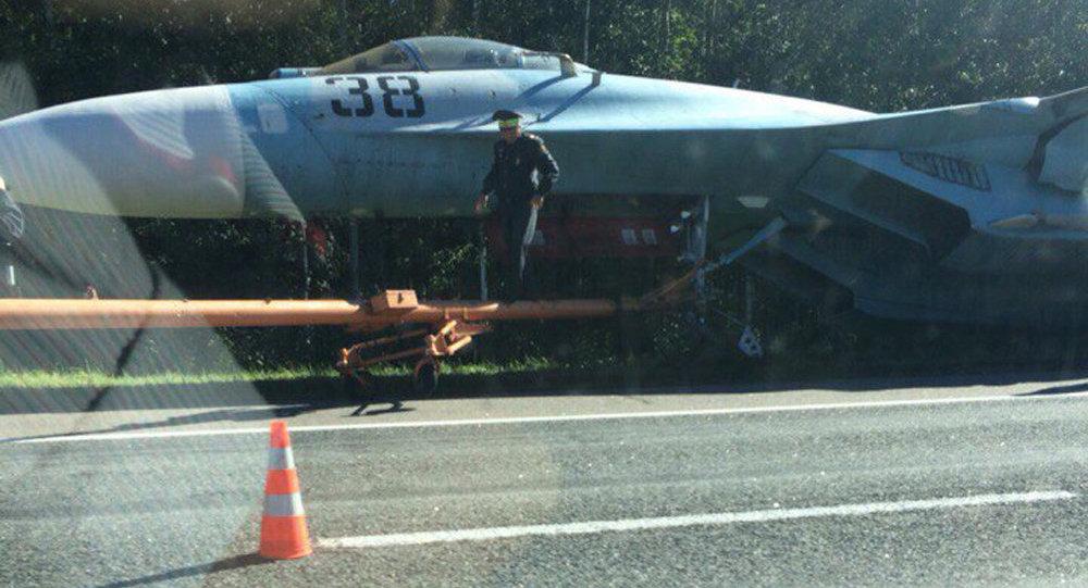 УВД: самолет Су-27 оказался вкювете из-за поломки сцепки