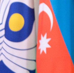 Флаги СНГ и Азербайджана. Архивное фото