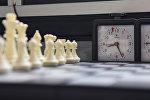 Шахматные фигуры и часы