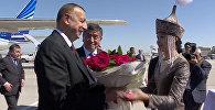 Кыргызская красавица вручила президенту Азербайджана Алиеву букет цветов