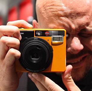 Leica представила пленочную камеру мгновенной печати