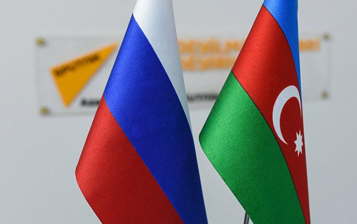 Флаги Азербайджана и России