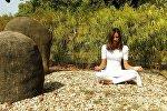 Meditasiya edən qız