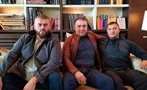 Хамзат Гастамиров, Шейх Хамзат (в центре)