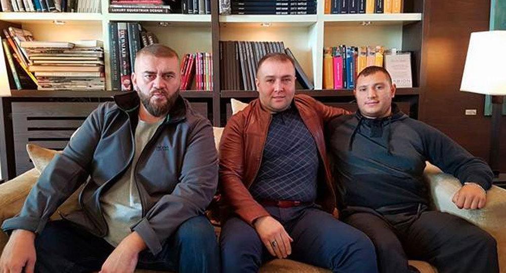 Həmzət Qastamirov, Şeyx Həmzət (fotoda ortada)