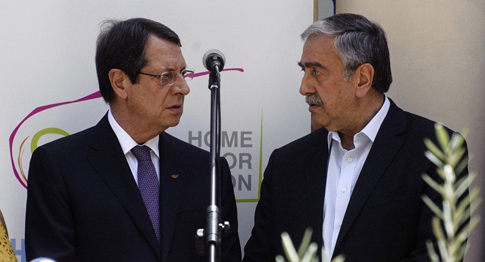 Переговоры между президентом Республики Кипр Никосом Анастасиадисом и главой ТРСК Мустафой Акынджи при посредничестве ООН