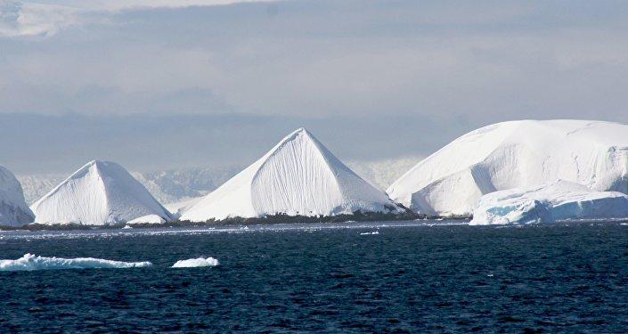 Antarktidada buz piramidalar