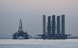 Нефтяная платформа и шельф на Каспийском море, фото из архива
