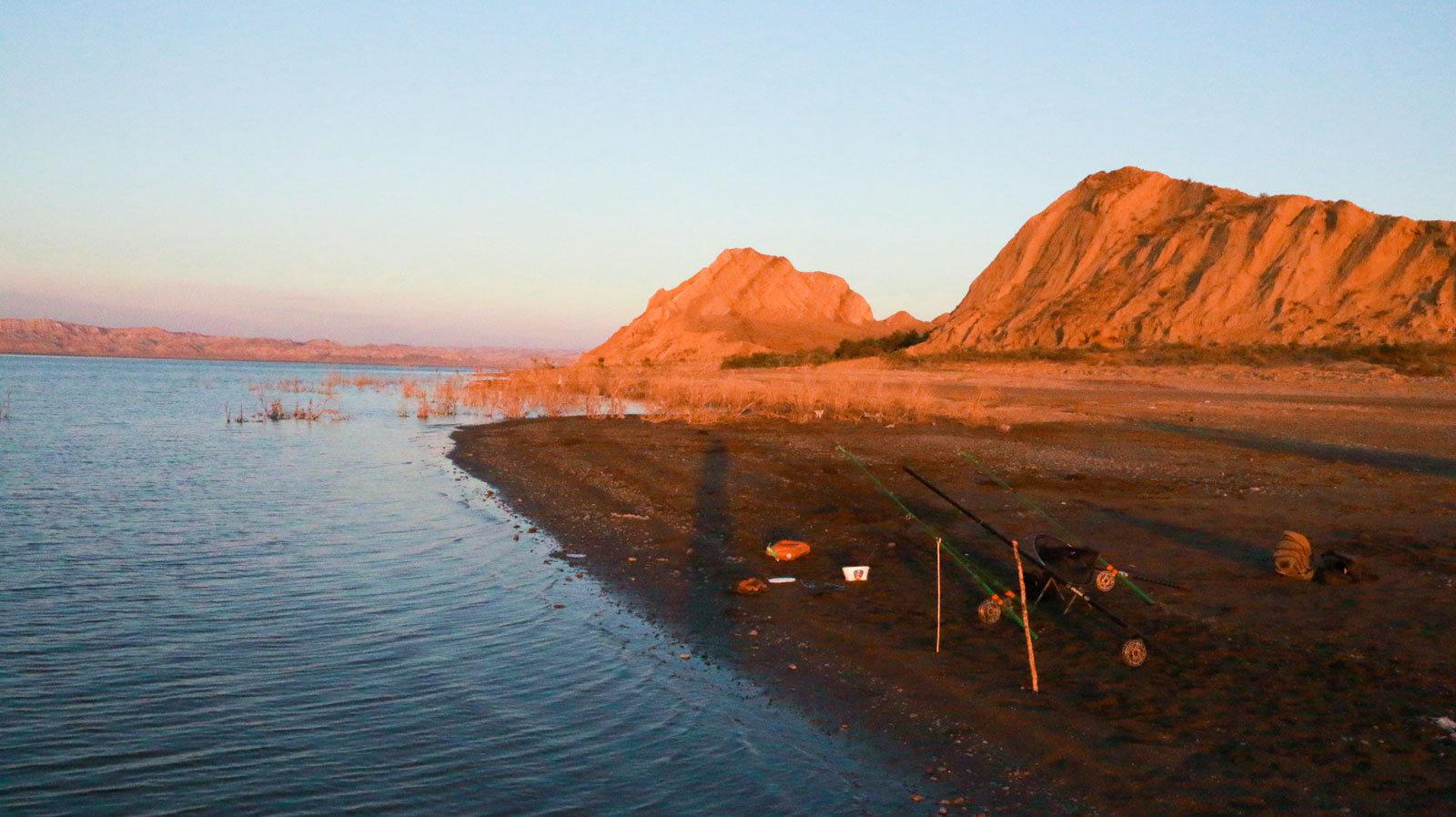 Mingəçevir su anbarının sahilində balıqçı tilovları
