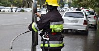 Сотрудник пожарной службы МЧС Азербайджана, фото из архива