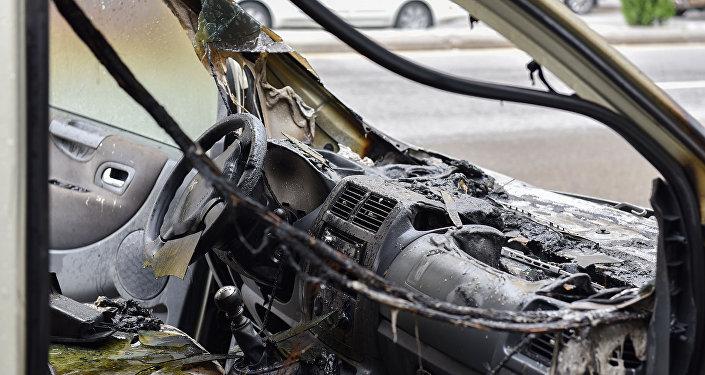 Bakının Mətbuat prospektində Peugeot Tepee Export markalı avtomobil yanıb