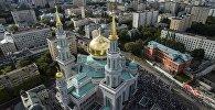 Мусульмане перед намазом у Соборной мечети в Москве