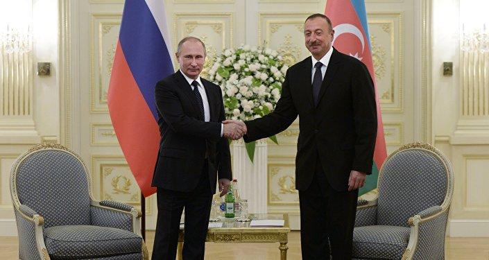 Президент России Владимир Путин и президент Азербайджана Ильхам Алиев, фото из архива