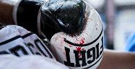 Боксерские перчатки, архивное фото
