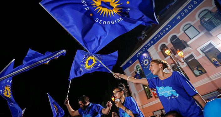 Сторонники партии Грузинская мечта в центре Тбилиси, фото из архива