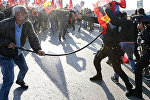 Ankarada baş vermiş terror aktı nəticəsində həyatını itirənlərin anım mərasimində qarşıdurma yaşanıb