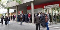 Вкладчики перед головным офисом Bank Standard в Баку, фото из архива