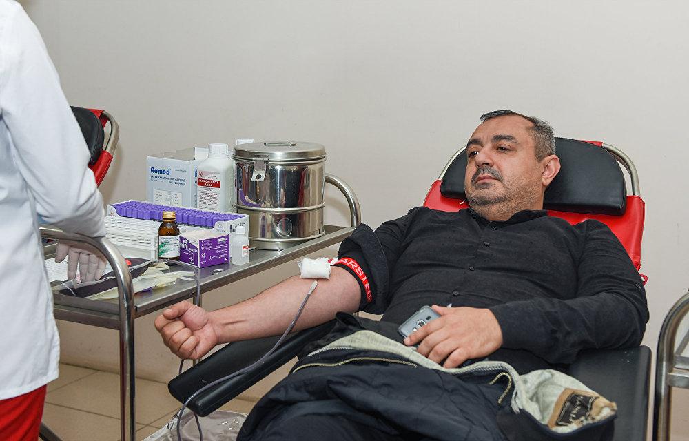 Аллахшукюр Пашазаде и иные официальные лица сдали кровь вмечети