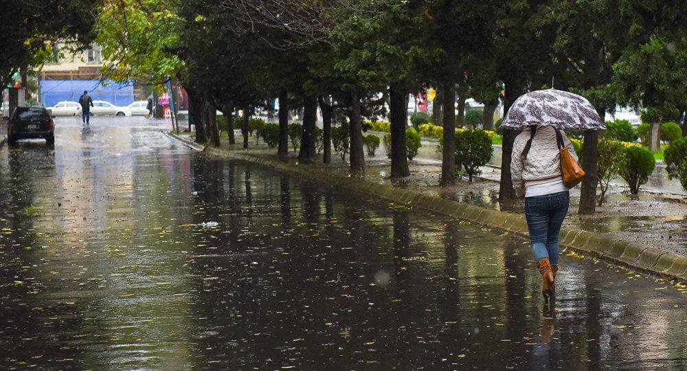На Баку обрушился ливень