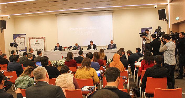 Участники пресс-конференции, посвященной итогам размещения облигации SOCAR