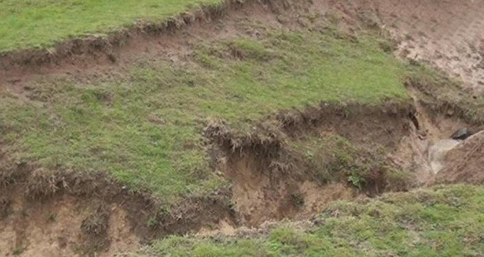В селе Истису Исмаиллинского района произошел оползень