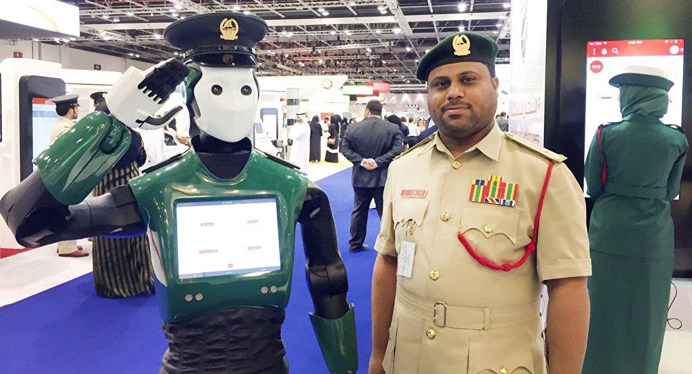 Dubayda robot-polis nümayiş etdirilib