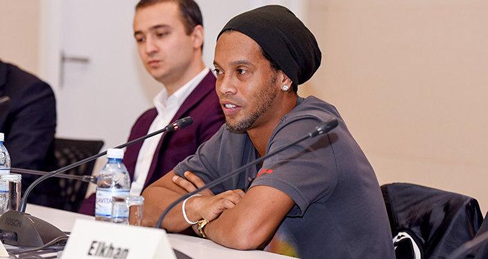 Braziliya futbolçusu Ronaldinyo Bakıda