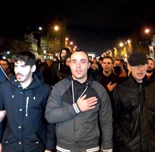 В Париже прошел марш полицейских в поддержку пострадавших коллег