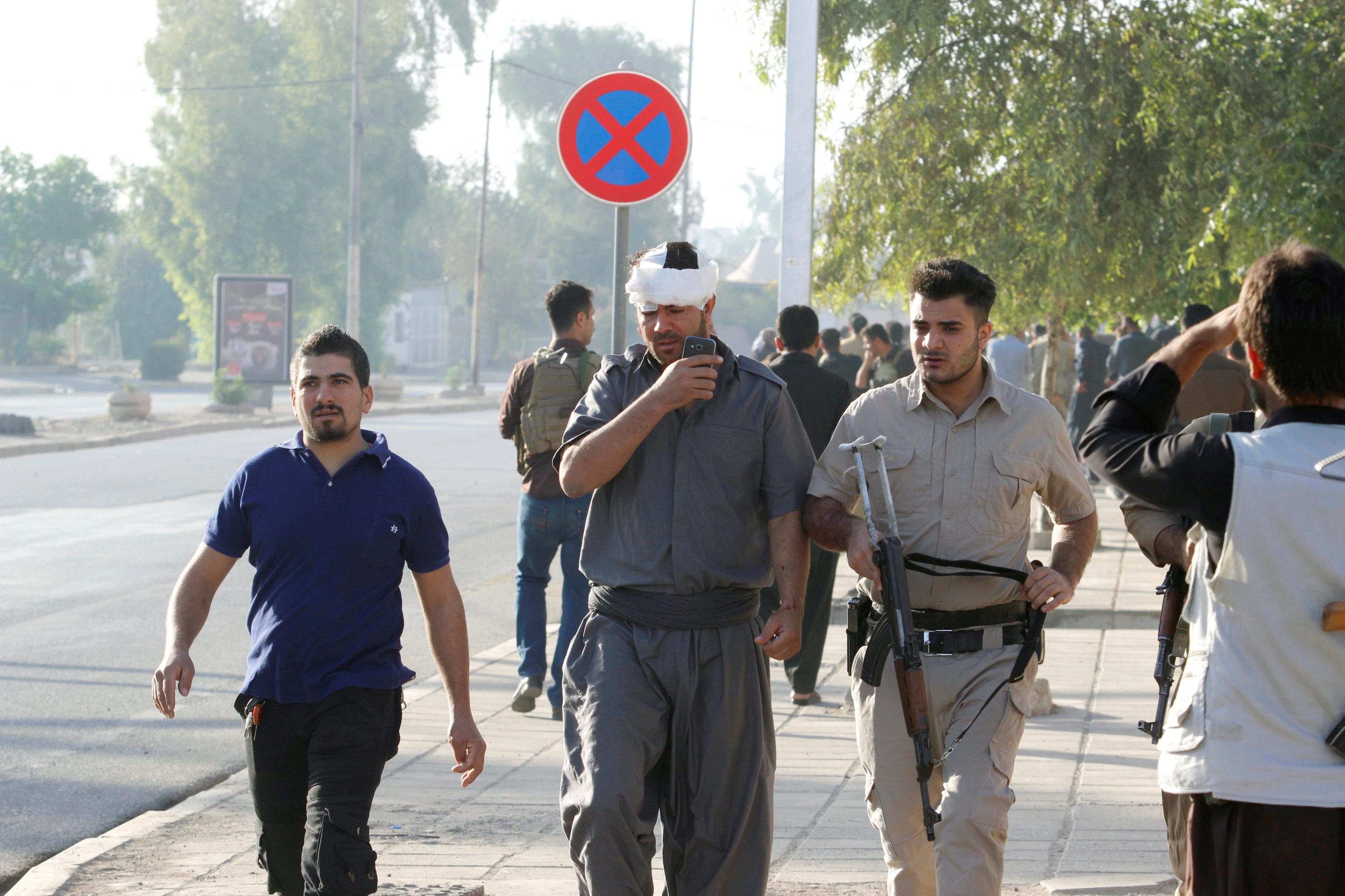 İŞİD qüvvələrinin hücumu nəticəsində xəsarət almış kürd döyüşçüsü