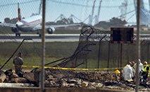 Cлужбы спасения на месте падения легкого самолета в аэропорту Валетты, Мальта, 24 октября 2016 года