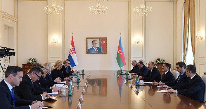 Состоялась встреча Ильхама Алиева с Президентом Хорватии Колиндой Грабар-Китарович в расширенном составе