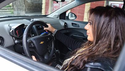Женщина водитель, фото из архива