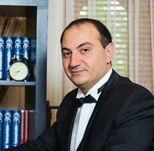Cahid İsmayıloğlu, filologiya üzrə fəlsəfə doktoru
