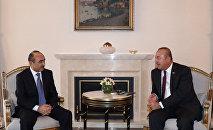 Помощник президента Азербайджана по общественно-политическим вопросам Али Гасанов на встрече с министром иностранных дел Турции Мовлудом Чавушоглу