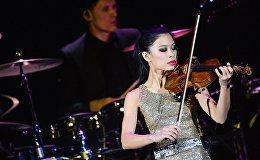Британская скрипачка, композитор Ванесса Мэй выступает в концертном зале Крокус Сити Холл
