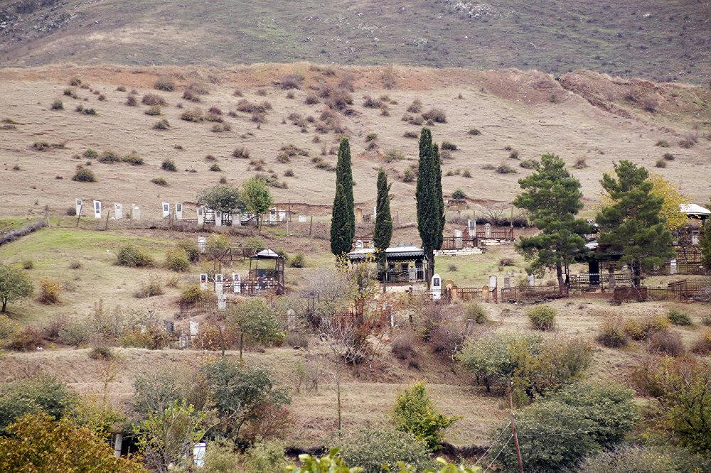 Kəndlilərin min bir əziyyətlə saxladığı mal-qara gözdən yayınan kimi, qaçaraq gur otlu, minalı ərazilərə düşür və tələf olur