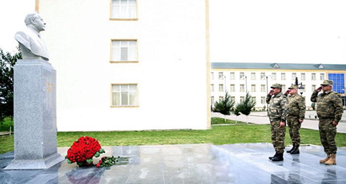 Руководство Минобороны почтило память общенационального лидера Гейдара Алиева