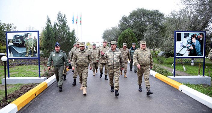 Министр обороны Закир Гасанов инспектирует новый полигон ВВС