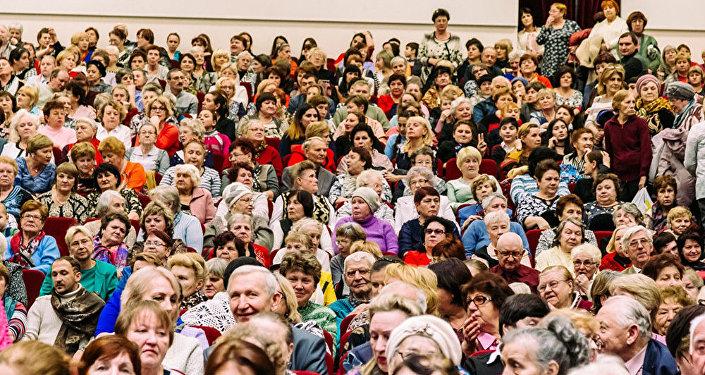 700 nəfərlik zalda keçirilən və 4 saat davam edən konserti 1500-dək tamaşaçı sarayın dəhlizlərində və hətta foyesində ayaqüstündə dinləyib