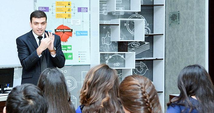 Преподаватель Азербайджанского государственного экономического университета (UNEC) Рамиль Джаббаров