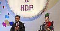 Сопредседатели Демократической партии народов Турции Селахаддин Демирташ и Фиген Юксекдаг