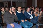 Руководитель Азербайджанской лиги КВН Рашад Азизов (второй слева)