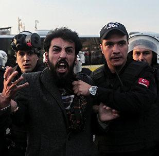 İstanbulda HDP tərəfdarlarının mitinqi zamanı, 6 noyabr 2016-cı il