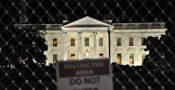 Белый дом виден на фоне таблички с надписью Служебная зона, не входить, Вашингтон, США, 8 ноября 2016 года
