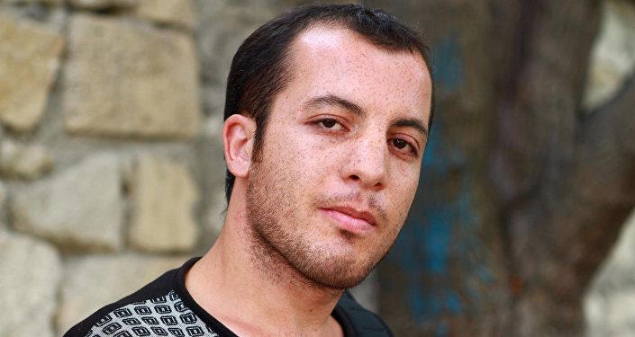 Elçin Aslangil, yazar və aktyor